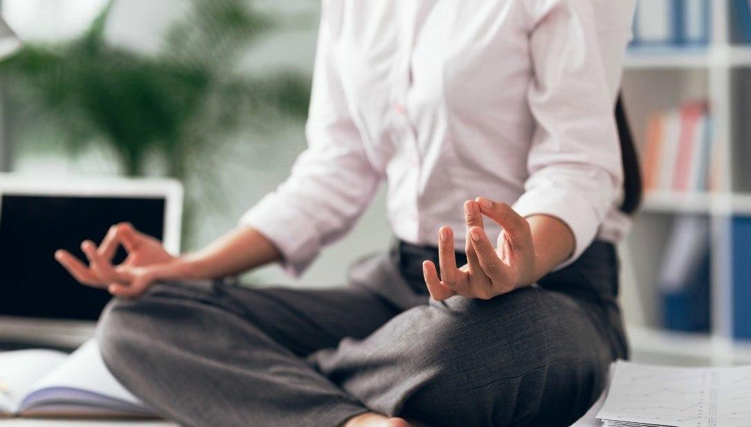 150526145828-office-yoga